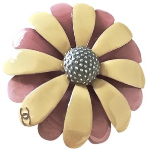 Chanel Exquisite✿* Paris-Cuba Daisy Flower Petal Pin CC Brooch