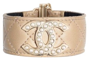 Chanel CHANEL LEATHER QUILTED PEARL CC LOGO BRACELET CUFF M 2018