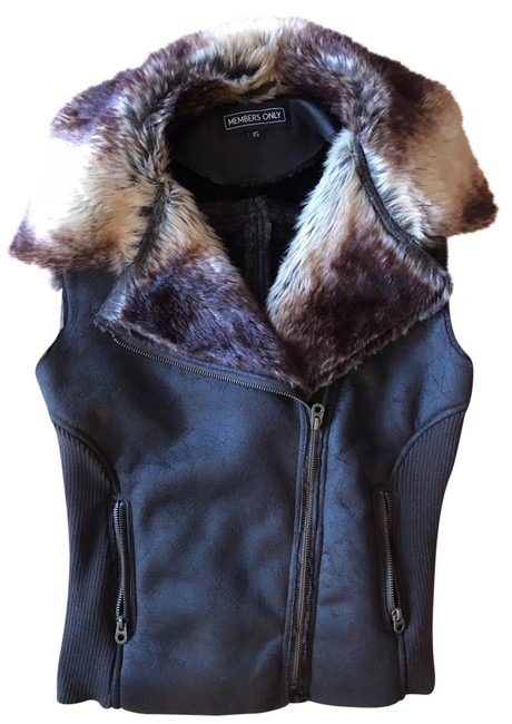 Preload https://img-static.tradesy.com/item/24415500/members-only-brown-faux-vegan-leather-fur-vest-size-2-xs-0-1-650-650.jpg