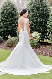 Carolina Herrera Ivory Andie Crepe Open Back Sheath Primavera Collection Formal Wedding Dress Size 4 (S)
