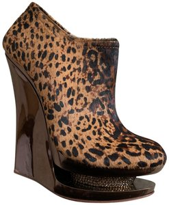 ZIGI NEW YORK Cheetah Print Wedges