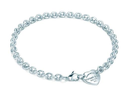 Preload https://img-static.tradesy.com/item/24419725/tiffany-and-co-sterling-silver-return-to-heart-tag-choker-necklace-0-0-540-540.jpg