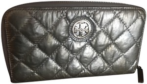 Tory Burch Tory Burch quilted leather vinyl wallet
