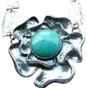 Other Chunky Turquoise flower necklace
