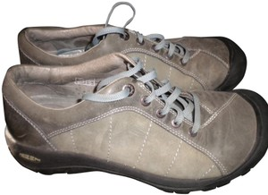 Keen European 40 Lace Leather Light Olive Flats