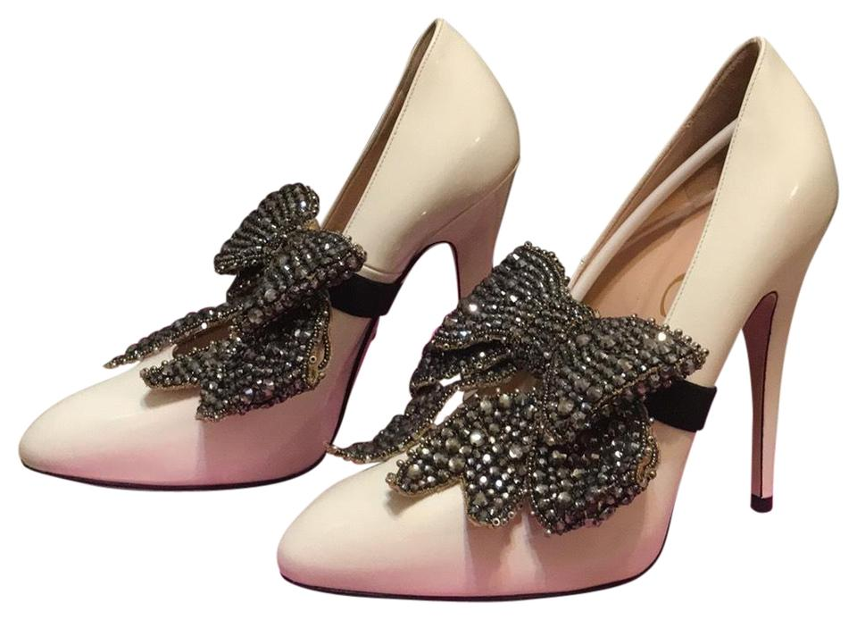 6d55a50a311 Gucci White Magnolia with Studded Faux Crystal Bow Pumps Size US 6.5 ...