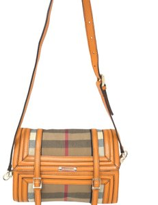 Burberry Bags and Purses on Sale - Up to 70% off at Tradesy (Page 23) 775df17f6be83