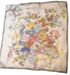 6b83467c3c5bb Gucci Silk Scarves - Up to 70% off at Tradesy