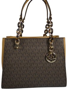 Michael Kors Pvc 192317892314 Tote in Brown