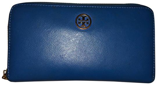 Preload https://img-static.tradesy.com/item/24429745/tory-burch-royal-navy-robinson-zip-continental-wallet-0-1-540-540.jpg