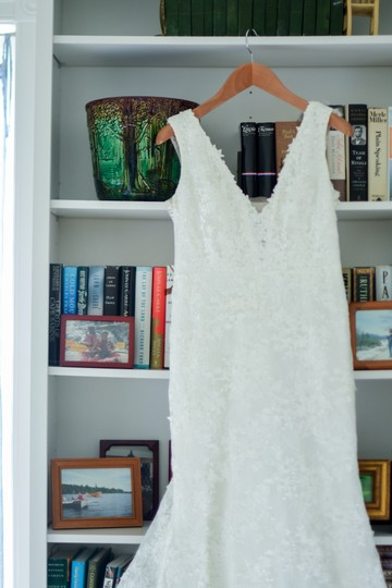 Ivory Lace Montgomery Lined Lining) Traditional Wedding Dress Size 12 (L) Image 2