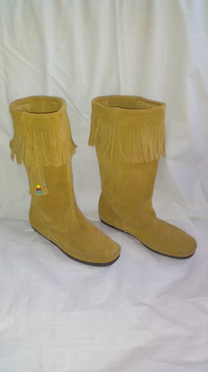 Minnetonka Suede Fringe Mocassin Size 7 Tan Boots Image 1