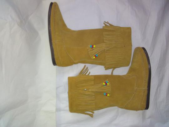 Minnetonka Suede Fringe Mocassin Size 7 Tan Boots Image 3