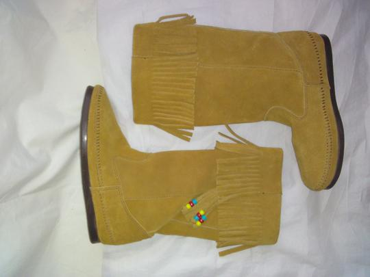Minnetonka Suede Fringe Mocassin Size 7 Tan Boots Image 4