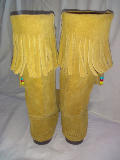 Minnetonka Suede Fringe Mocassin Size 7 Tan Boots Image 7