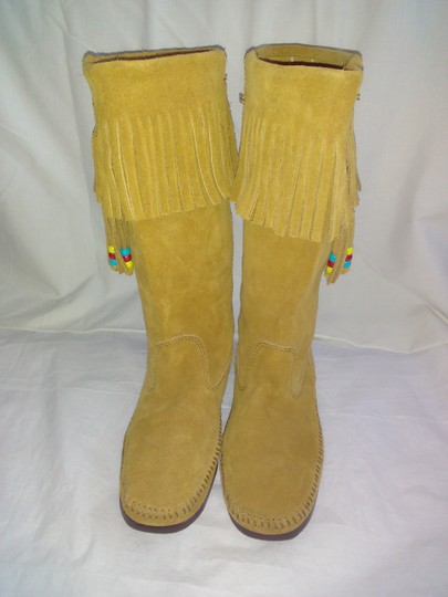 Minnetonka Suede Fringe Mocassin Size 7 Tan Boots Image 8