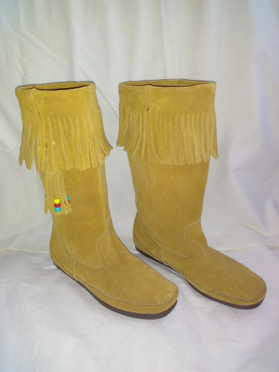 Minnetonka Suede Fringe Mocassin Size 7 Tan Boots Image 9