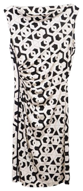 Preload https://img-static.tradesy.com/item/24431580/diane-von-furstenberg-white-and-black-work-or-evening-mid-length-short-casual-dress-size-2-xs-0-1-650-650.jpg