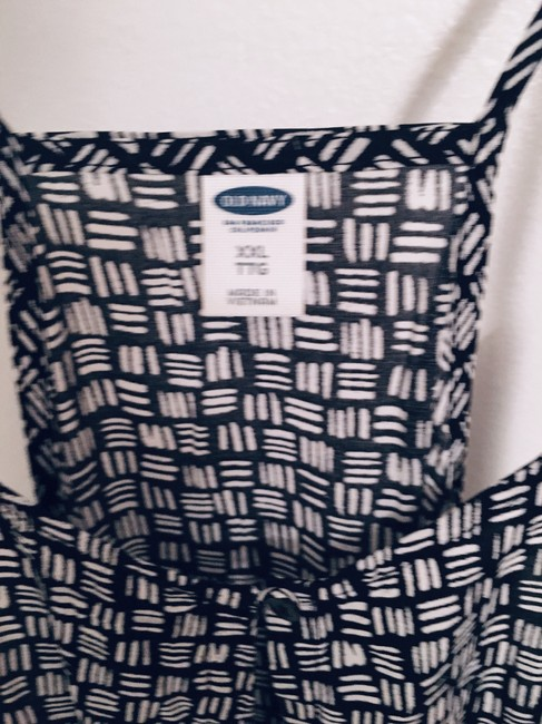 Old Navy Pattern Top Black & White Image 3
