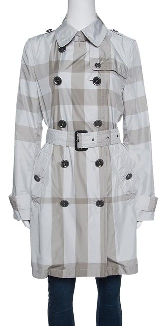 Preload https://img-static.tradesy.com/item/24434836/burberry-grey-checked-short-belted-double-breasted-m-coat-size-8-m-0-1-650-650.jpg