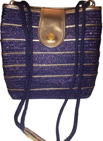 Preload https://img-static.tradesy.com/item/24434913/hand-blue-and-gold-wicker-shoulder-bag-0-1-540-540.jpg