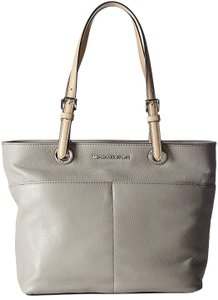 Michael Kors Leather 190049130506 Tote in Pearl Grey