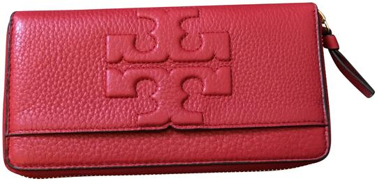 Preload https://img-static.tradesy.com/item/24435082/tory-burch-liberty-red-t-bombe-continental-wallet-0-1-540-540.jpg