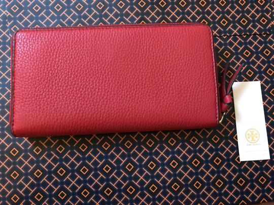 Tory Burch NWT TORY BURCH BOMBE T CONTINENTAL WALLET RED