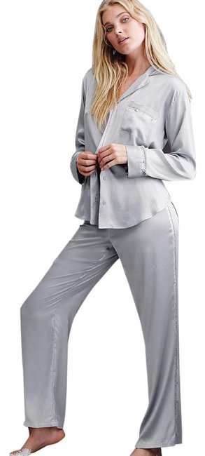 Preload https://img-static.tradesy.com/item/24435318/victoria-s-secret-white-the-afterhours-satin-pajama-set-in-black-with-sequin-trim-button-down-top-si-0-5-650-650.jpg