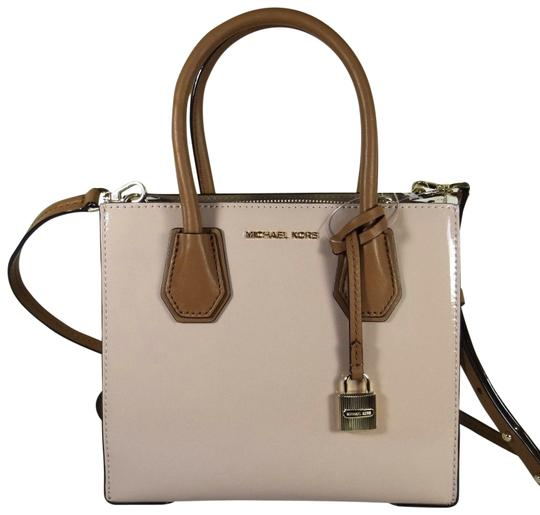 Preload https://img-static.tradesy.com/item/24435460/michael-kors-studio-mercer-medium-patent-ballet-leather-messenger-bag-0-1-540-540.jpg