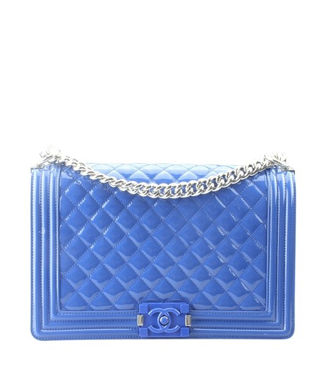Preload https://img-static.tradesy.com/item/24435484/chanel-boy-a92694-le-medium-quilted-160720-blue-patent-leather-shoulder-bag-0-0-540-540.jpg
