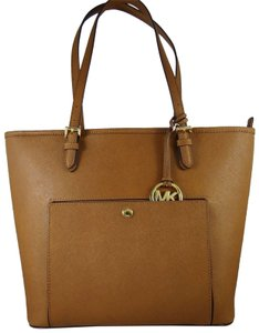 Michael Kors Leather 190049140697 Tote in Luggage