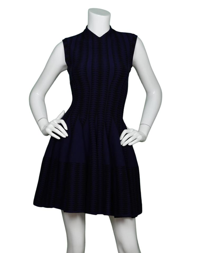 9d115a31bf7 ALAÏA Navy Black V-neck Fit   Flare Cap Sleeve 38 Short Cocktail ...