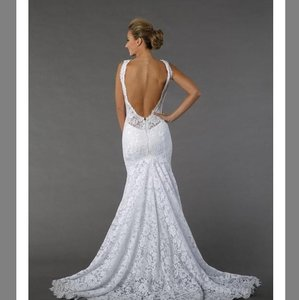 Pnina Tornai Off White Lace 4391 Silhouette Chapel Feminine Wedding Dress Size 4 (S)