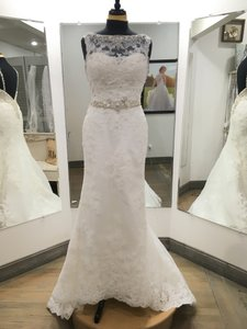 Casablanca Ivory Lace Tulle Satin Lining #2146 Formal Wedding Dress Size 8 (M)