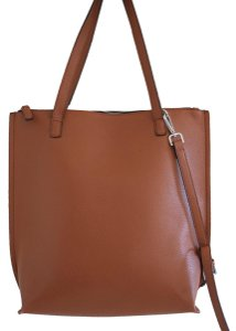 Street Level Tote in tan