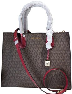MICHAEL Michael Kors Tote in Brown & Mulberry Red