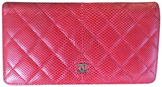 Preload https://img-static.tradesy.com/item/24441934/chanel-red-cc-logo-lizard-bifold-wallet-0-1-540-540.jpg