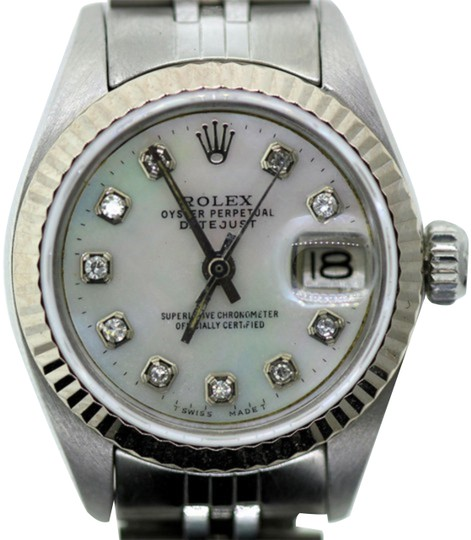 Preload https://img-static.tradesy.com/item/24442422/rolex-stainless-steel-26mm-ladies-datejust-ss-w-box-and-appraisal-watch-0-1-540-540.jpg