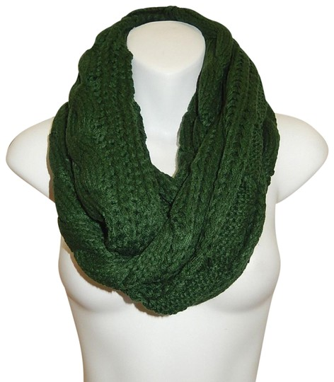 Preload https://img-static.tradesy.com/item/24442473/green-chunky-solid-color-cable-knitted-infinity-scarfwrap-0-1-540-540.jpg