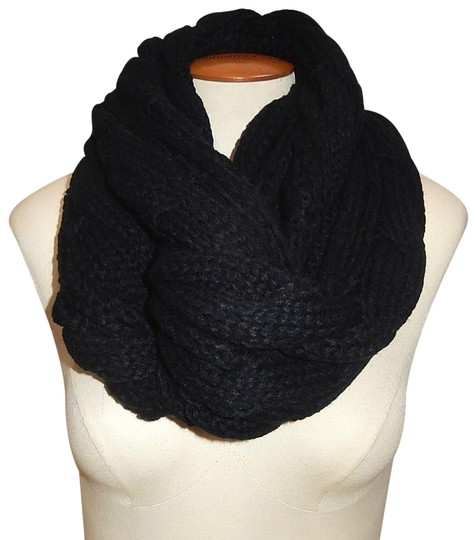 Preload https://img-static.tradesy.com/item/24442476/navy-chunky-solid-color-cable-knitted-infinity-scarfwrap-0-1-540-540.jpg