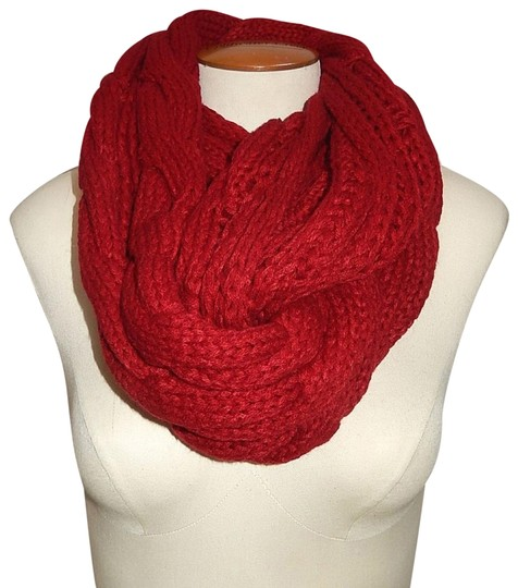 Preload https://img-static.tradesy.com/item/24442491/red-chunky-solid-color-cable-knitted-infinity-scarfwrap-0-1-540-540.jpg