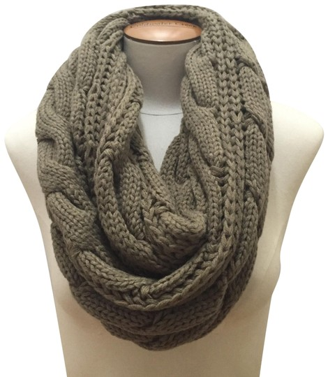 Boutique Chunky Solid Color Cable Knitted Infinity Scarf Image 0
