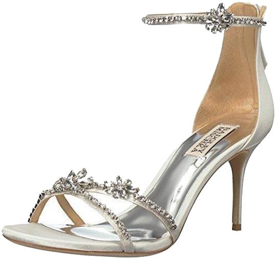 Preload https://img-static.tradesy.com/item/24442616/badgley-mischka-white-hobbs-pumps-size-us-85-regular-m-b-0-1-540-540.jpg