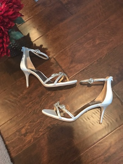 Badgley Mischka white Pumps Image 3