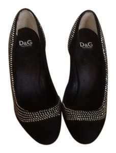 D&G Black Pumps