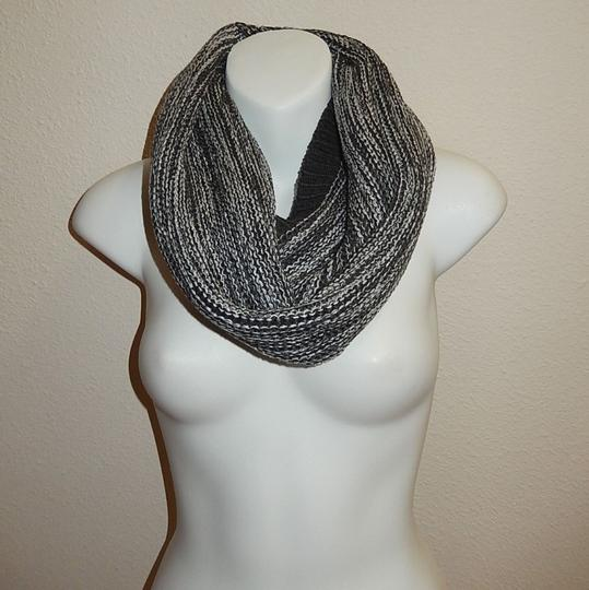 Boutique Chunky Marled Yarn Knitted Infinity Scarf Image 1