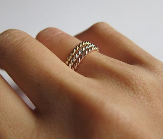 Sea Wave Diamonds Twist Band Ring in 14K Gold Image 2