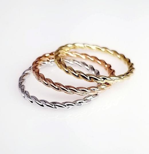 Sea Wave Diamonds Twist Band Ring in 14K Gold Image 4