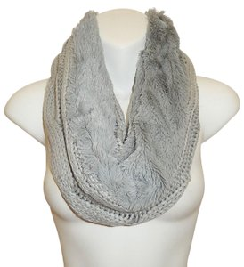 Boutique Chunky Solid Cable Knitted & Faux Fur Infinity Scarf